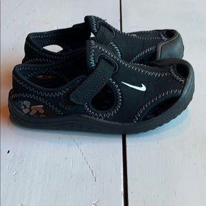 Nike toddler water shoe-EUC!